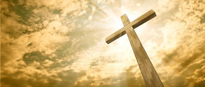 kruis in de avondzon